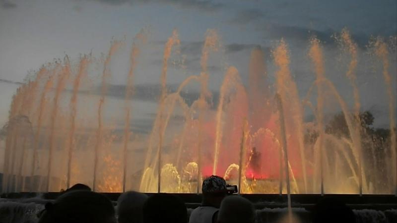 Музыкальный фонтан в Барселоне Испания
