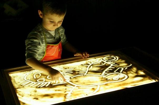 Всем привет Это своеобразный отзыв о так называемом планшете для рисования песком.История такая:Моему сыну должно было исполниться 5 лет и за неделю до праздника я начала искать ему