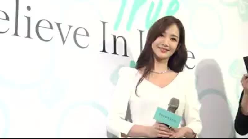 Мин Ен на презентаций нового изделия Tiffany true diamond ring известного ювелирного дома TIFFANY.