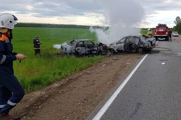 В Кубани заживо сгорели двое резидентов StandUP и двое их попутчиков с BlaBlaCar В них врезался встречный автомобиль Маловичко и Зуева, два комика проекта телеканала ТНТ Stand Up, погибли в