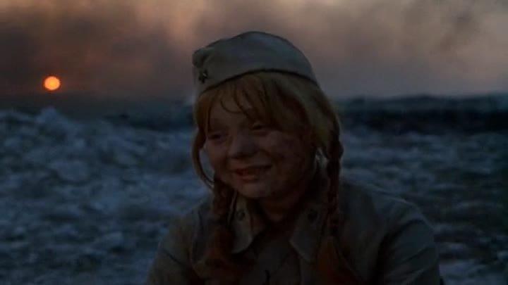 Отрывок из фильма Они сражались за Родину медсестра тащит И Звягинцева