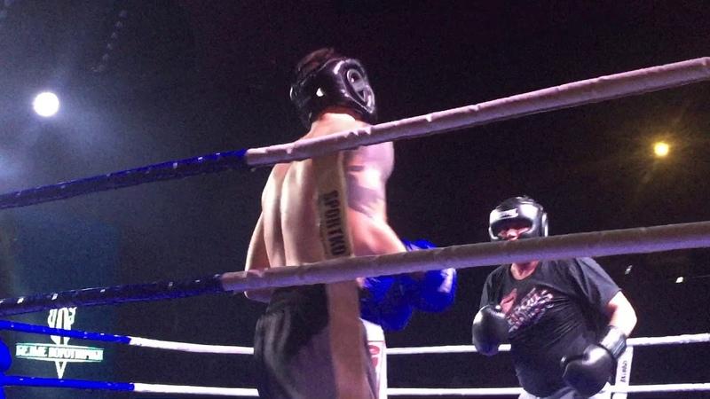 Евгений Черняк боксирует на Белых воротничках 23 11 2018