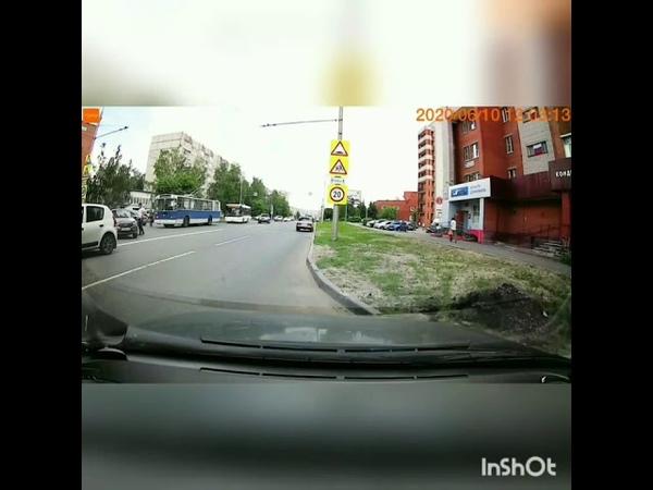 Беспилотная Гранта скатилась по улице Мичмана Павлова