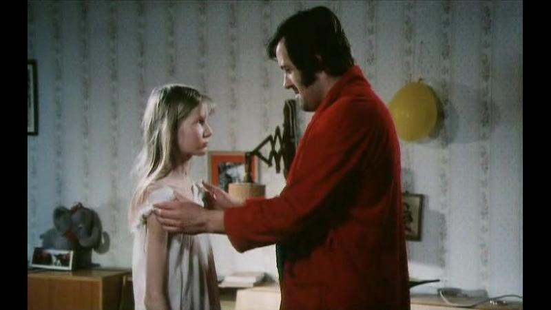 Отчим трахает дочку пока жены нет дома (инцест в х/д фильмах, ебет падчерицу, секс с дочкой, развращает дочь)
