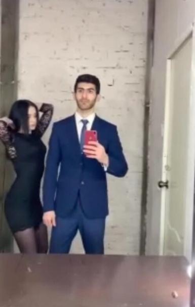 Молодая пара решила поучаствовать в флешмобе и засняли на видео, как поменялись между собой одеждой Вот только некоторые горячие мужчины не оценили шутку и принялись называть героя ролика