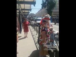 На центральном рынке фельдшер не смог подойти из-за забора  Ростов-на-Дону Главный