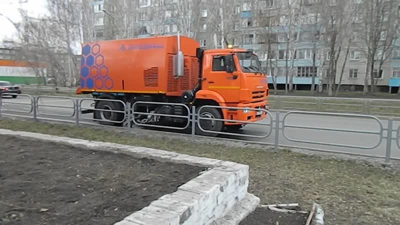 Новая дорожная техника в Кургане Влажная уборка пылесосом