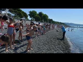 Море детства: как учат плавать в секции на набережной Сухума