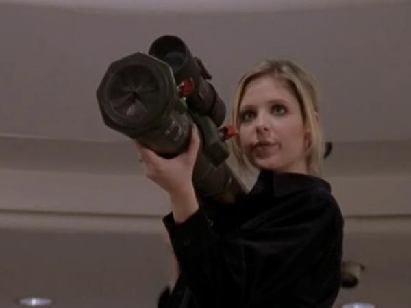 Баффи истребительница вампиров Баффи стреляет из базуки в вампиров