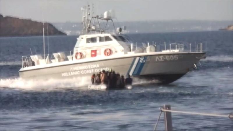 Yunan sahil güvenliğinin göçmen teknesini batırmaya çalıştığı anlar kameraya böyle yansıdı