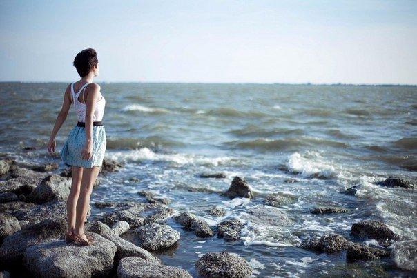 Твое видение станет ясным, только если ты сможешь заглянуть в свое сердце. Кто смотрит наружу  видит лишь сны, кто смотрит в себя  пробуждается.