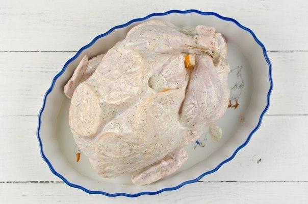 Курица, фаршированная апельсинами. ИНГРЕДИЕНТЫкурица 1800 гапельсин 450 гчеснок 1 головкамайонез 100 млсоль 1 ст.л.перец черный 1 ч.л.ПРОЦЕСС ПРИГОТОВЛЕНИЯИдеальное блюдо для праздничного стола!