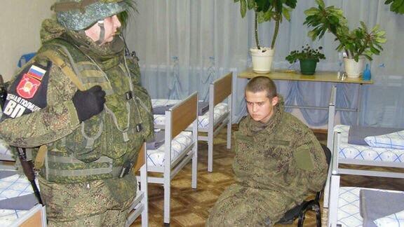 Родные раненых Шамсутдиновым солдат отрицают дедовщину в части Родственники раненых сослуживцем в Забайкалье солдат не верят, что Рамилю Шамсутдинову угрожали изнасилованием. Об этом сообщает