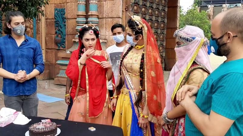 Mallika's radha birthday celebration on set and OFFSCREEN masti of sumedh ishita mallika
