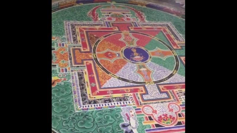 А что такое буддийская мандала? Это двухмерный, иногда трехмерный СИМВОЛ нашей Вселеной, нашего внутреннего мира ( внутренней Вс