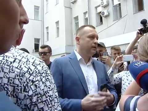 «Мусорная люстрация» по-харьковски возле горсовета заммэра Андрея Руденко бросили в мусорный бак