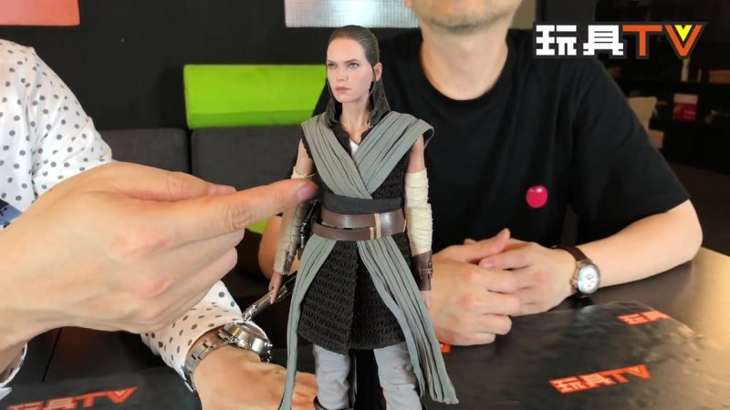 [ToysTV Eng] Hot Toys MMS446: Star Wars The Last Jedi - Rey (Jedi Training) 1/6 review