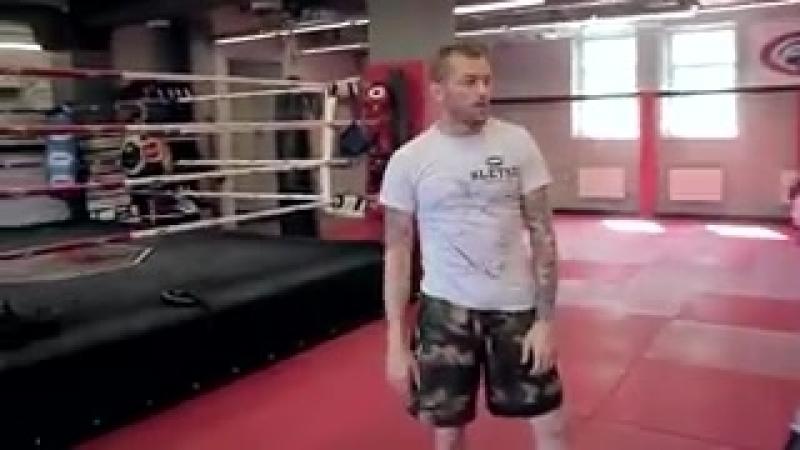 Круговые удары локтями в тайском боксе от Андрея Басынина