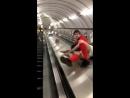 Прикол как не надо ездить в метро...