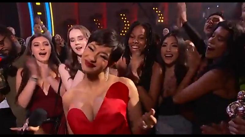 VMA 2018: Карди Би получает награду «Лучший новый артист»