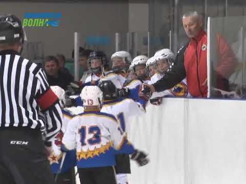 В городе Конаково на льду сразились юные хоккейные команды