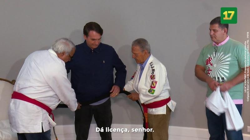 Jair Bolsonaro recebe homenagem de mestres do jiu-jitsu