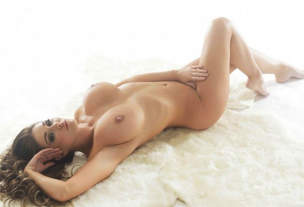 Brunette floozy gives the greatest blowjob