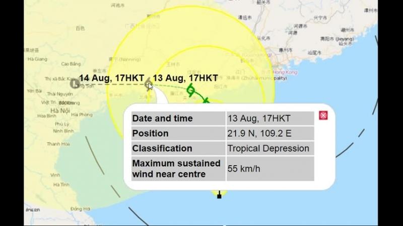 Тайфун (тропический шторм) движется на Хайкоу, но принесет дожди в Санья, остров Хайнань, Китай