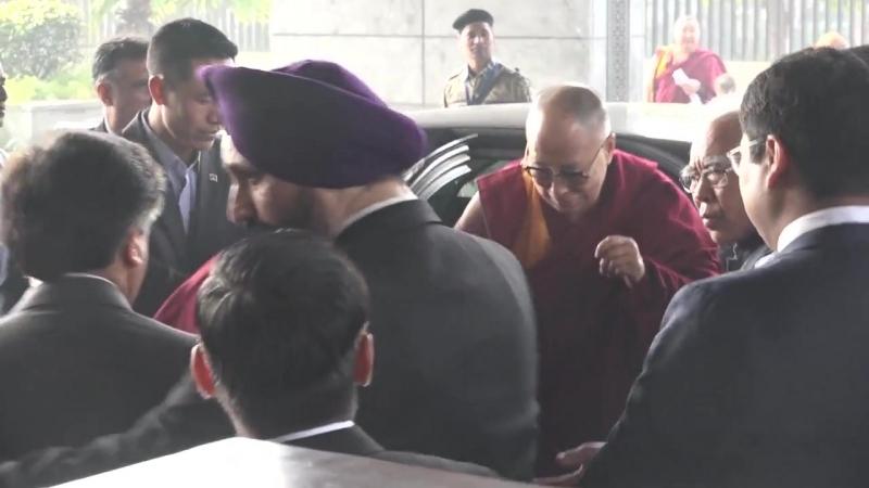 Е С Далай лама прибыл на Учения для буддистов России