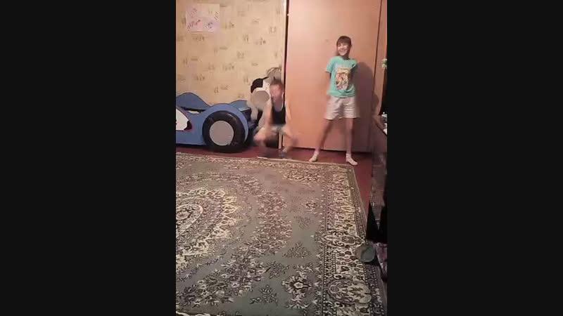 детки отрываются