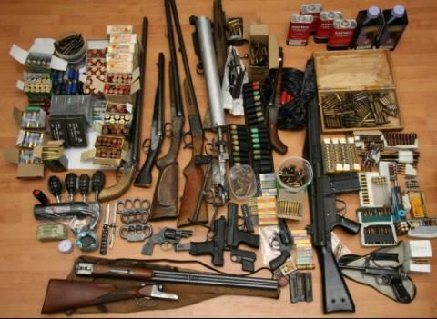 Працівники поліції звертаються до всіх мешканців міста Коломиї та Коломийського району з проханням добровільно здати зброю та вибухівку, які незаконно зберігаються в них.