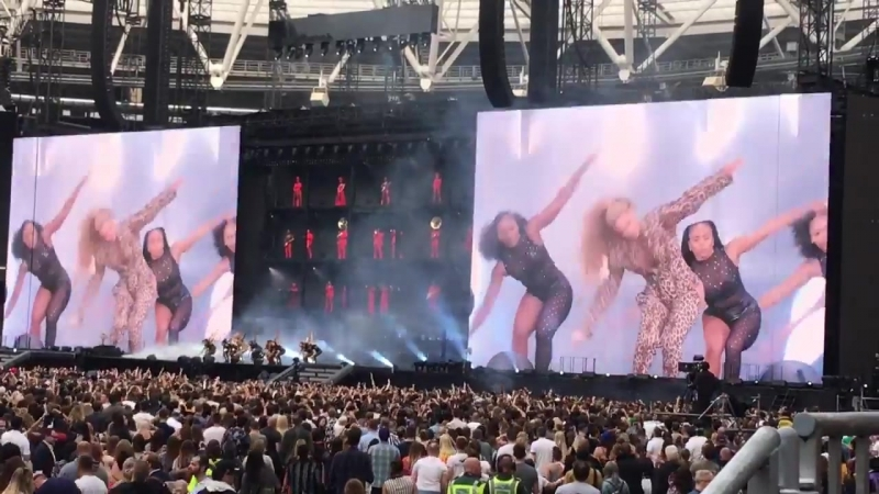 Clique/Diva/Everybody Mad/Dirt off your Shoulder - Live In London OTR II