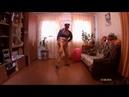 Весёлый сэкси танцор красавец бомбит безбашенный свой сэкаса танец