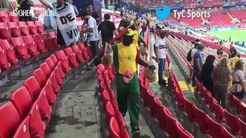 Болельщики Сенегала и Японии убрали за собой на стадионах после матчей ЧМ-2018