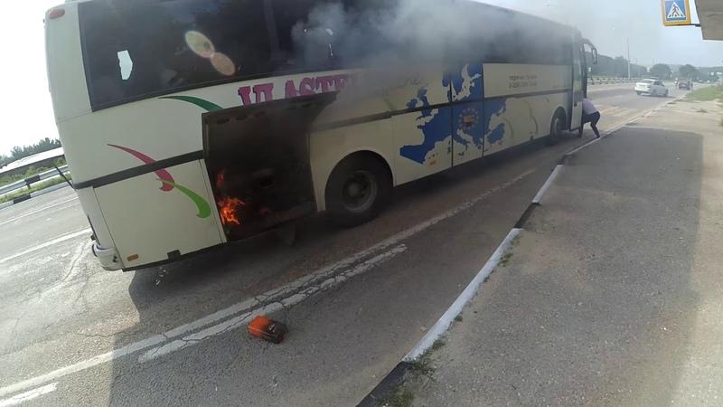 В районе Сахарной Головки загорелся автобус