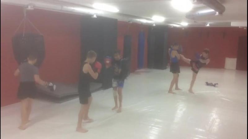 Утренняя тренировка Тайских боксёров