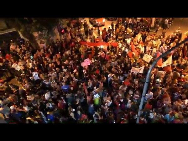 Lula vai à janela e agradece pelo apoio popular