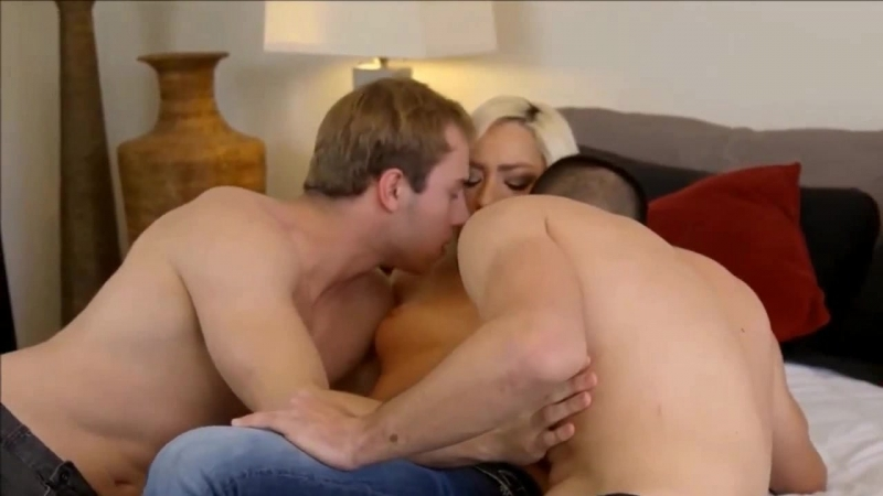 Блондинка в любительском порно елозит на хуе в позе наездницы <kjylbyrf d k.,bntkmcrjv gjhyj tkjpbn yf [et d gjpt yftplybws
