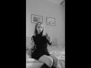 Милая школьница танцует 12