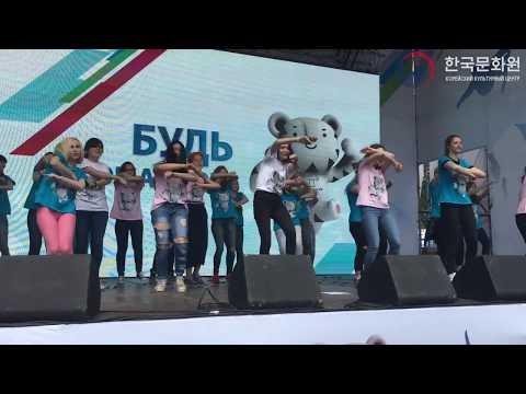 K-POP флешмоб на тему Пхёнчхана на XXVIII Олимпийском дне 러시아 올림픽의 날 K-POP 웰컴투 평창 플래시몹