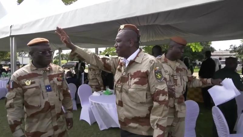 Défense - Le ministre visite les forces spéciales
