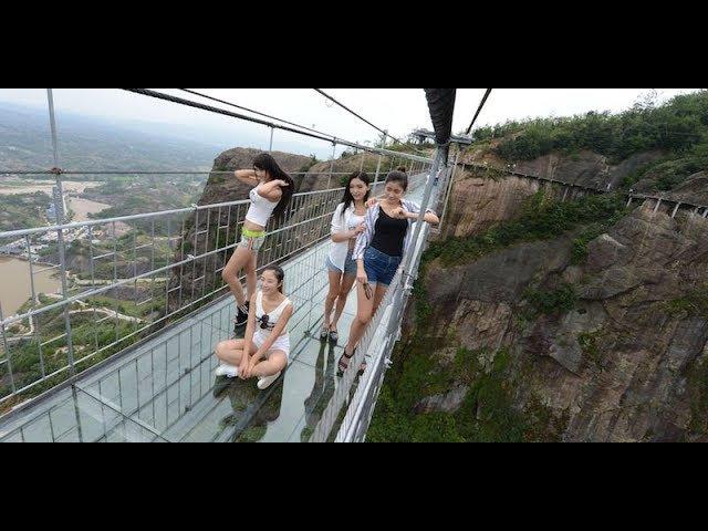China Glass Bridge - Crack Effect