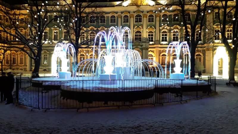 Новый год на Дворцовой переливной фонтан
