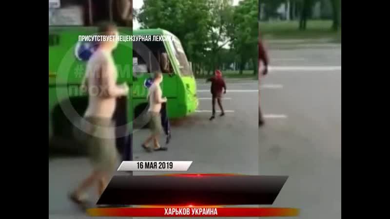 Два малолетних идиота разгромили автобус Харьков