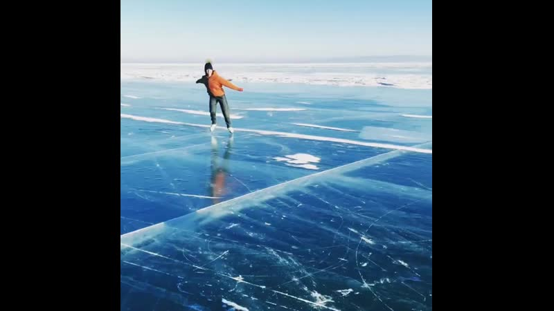 Аделина Сотникова станцевала на байкальском льду