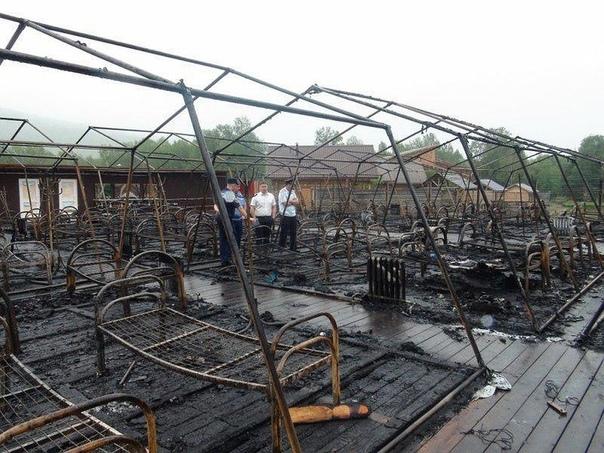 Пожар в детском лагере под Хабаровском унес жизни 4 детей, среди них и тот кто спасал сверстников Ужасная трагедия произошла сегодня ночью на территории туркомплекса «Холдоми» в Солнечном районе