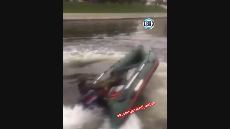 Андрюша на лодке