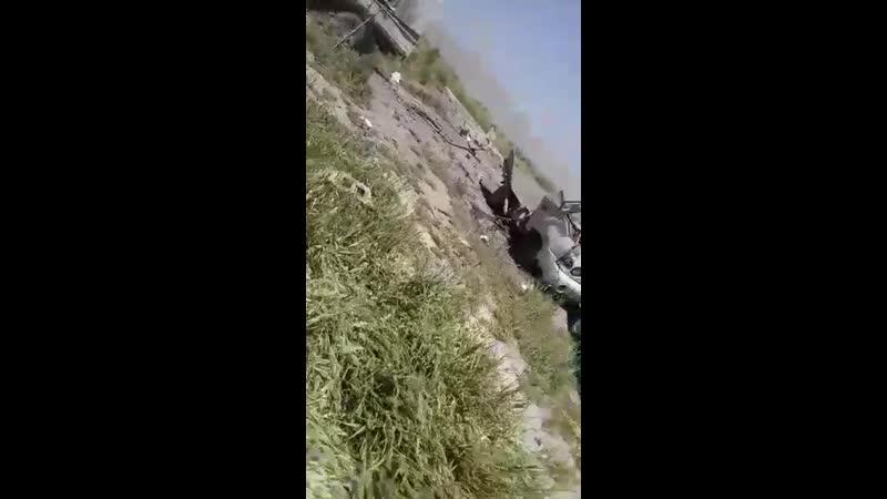 Сирийский солдат снял последствия попадания ПТУР, выпущенной боевиками протурецкой группировки Джабхат Ватания Тахрир по позиц
