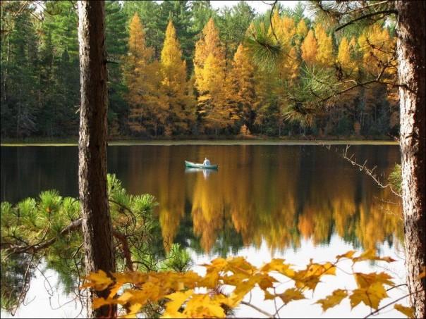Специалисты МЧС напоминают правила безопасности на воде осенью