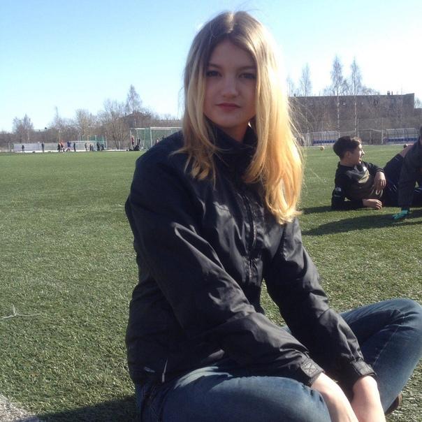 Молодая девушка решила подогреть воду и погибла. Случай произошел в Карелии 21 июня. В Петрозаводске 16-летняя Олеся Поспелова решила принять душ, но горячая вода была отключена, поэтому она
